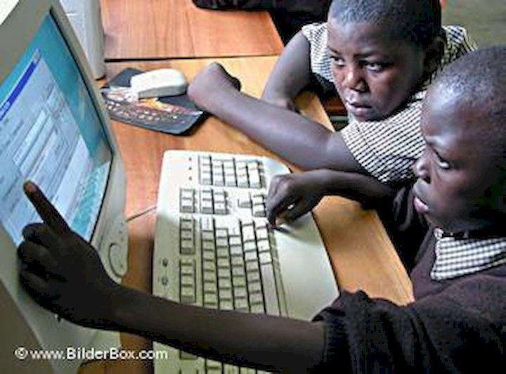 formation RED enfants devant ordinateur