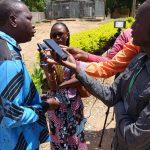 Alphonse Teyabe, organisateur de la formation, interviewé par les radios locales